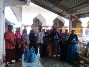 Menjelang Idul Fitri : Pemuda Gampong Ie Beudeh Bagikan Santunan