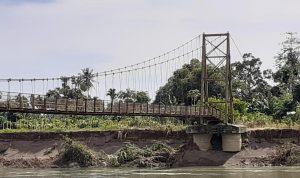 Jembatan Gantung Senilai 2,5 Miliar Hampir Roboh, Warga Minta Pemerintah Tangani Segera