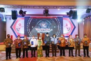 Gubernur Aceh Terima Penghargaan Tokoh Waspada Peduli Indonesia Sehat 2020