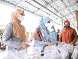Bangga Produk Lokal, Istri Menpar Ekonomi Kreatif Beli Produk Kerajinan Aceh