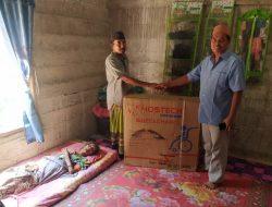 Asib Amin Berikan Bantuan Kursi Roda Untuk Warga Alue Raya, Nagan Raya