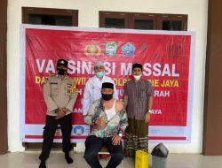 Dayah Darul Munawwarah Kuta Krueng Gelar Vaksinasi Covid-19